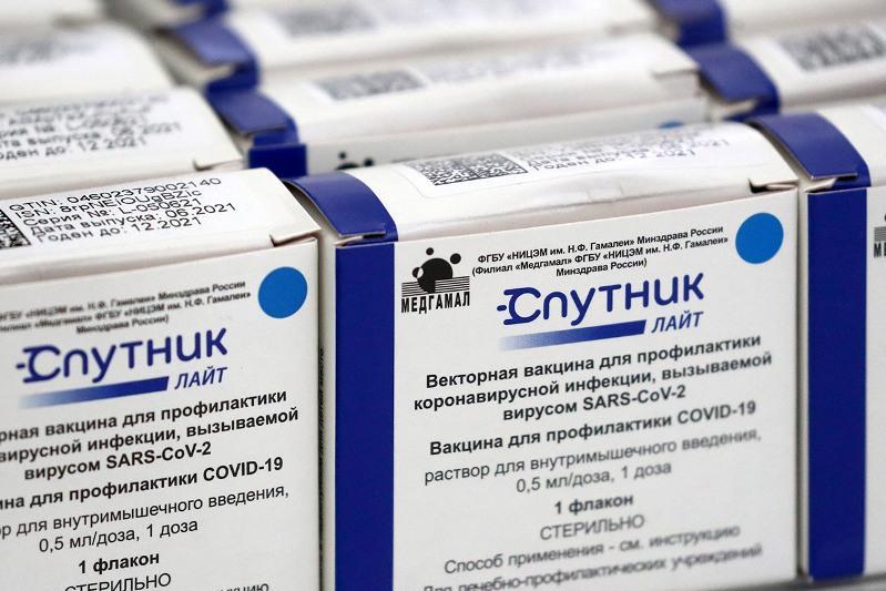 Проработать вопрос о поставке и выпуске вакцины «Спутник лайт» поручил Президент РК