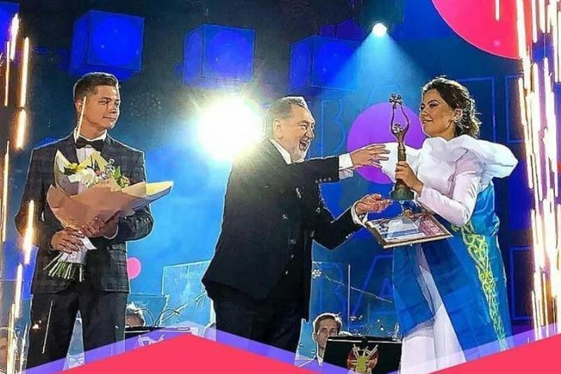 Глава Минкультуры поздравила Рухию Байдукенову с победой на «Славянском базаре»