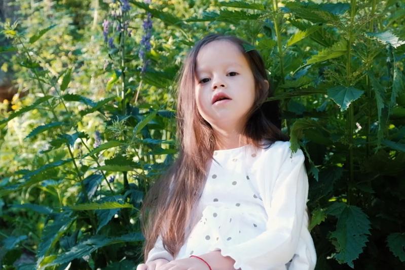Шестилетняя казахстанка записала кавер на диснеевский саундтрек с призывом беречь природу