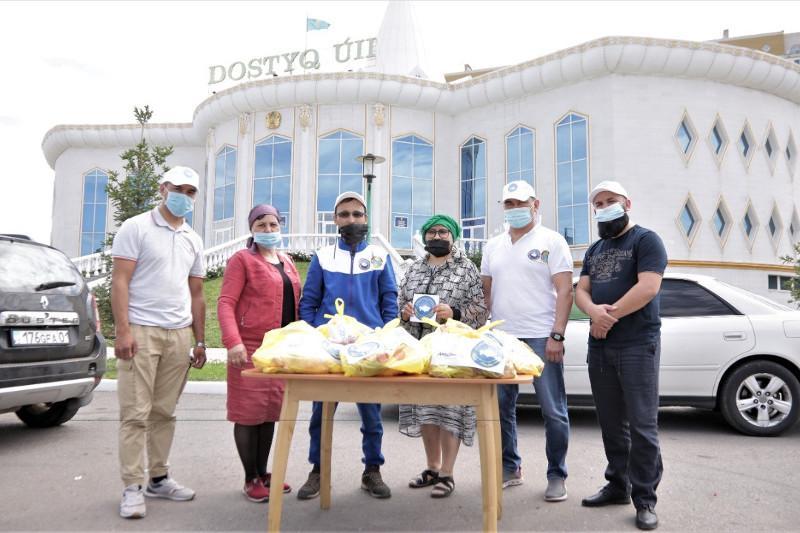 Около 500 семьям в Нур-Султане развезли жертвенное мясо члены городской АНК