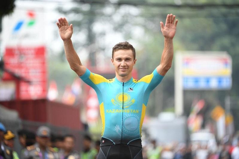Команда Казахстана по велоспорту на шоссе приступила к тренировкам в Токио