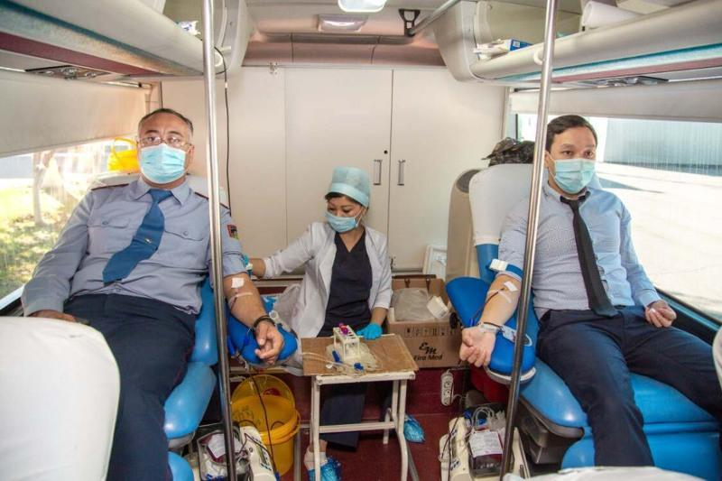 Марафон добрых дел: сотрудники МВД РК снова стали донорами крови