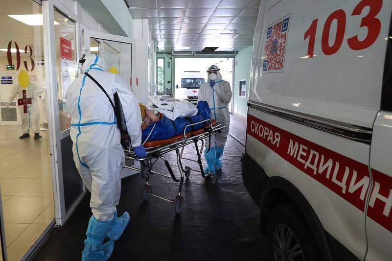 Russia reports over 23,700 daily COVID-19 cases — crisis center