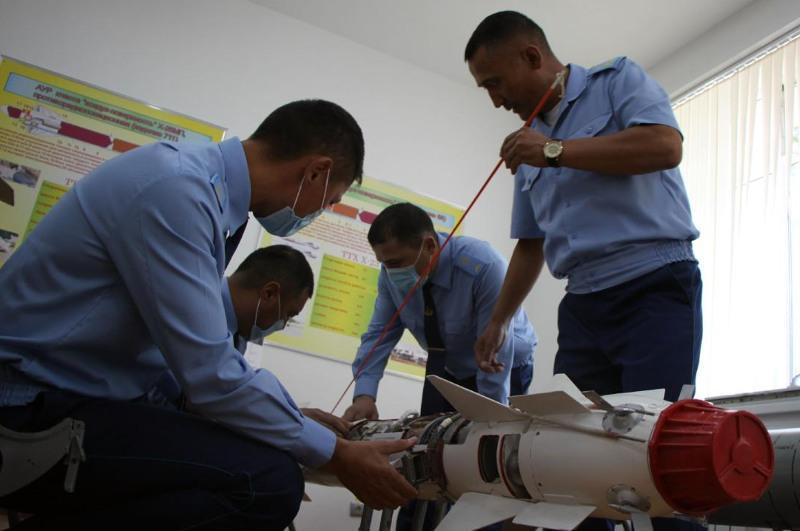 Казахстанские авиатехники повышают квалификацию в Актобе
