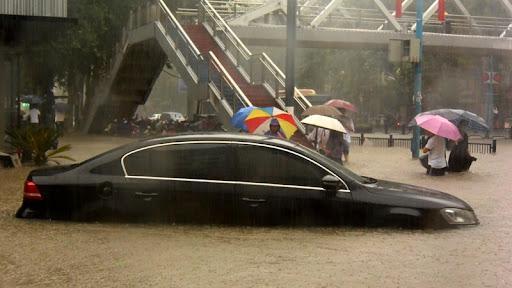 25 человек погибли в результате проливных дождей в Центральном Китае
