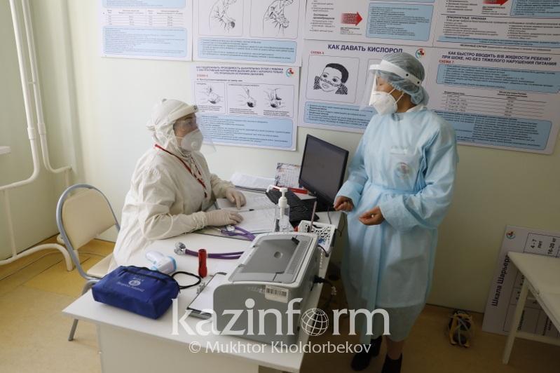Почти тысяча человек заболели коронавирусом в Алматы за сутки