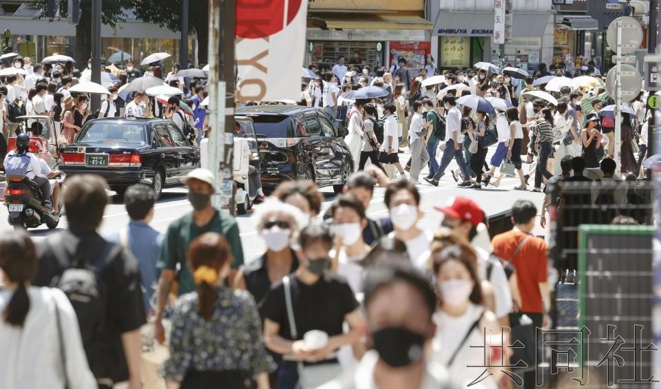 东京新确诊1979人感染新冠 逼近两千