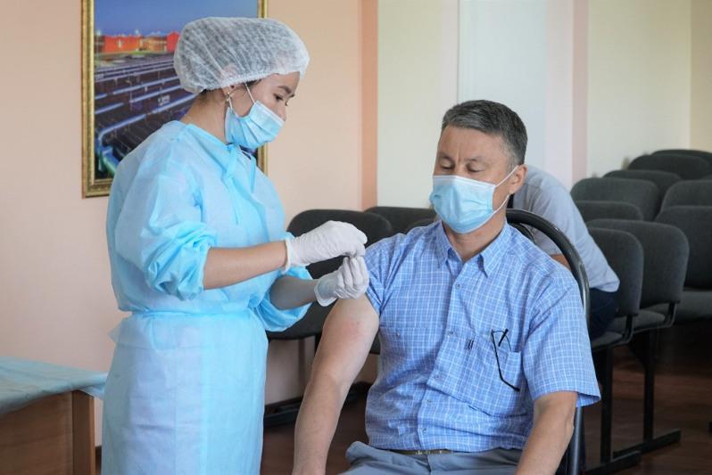 Вопрос принуждения к вакцинации работодателями прокомментировал Даурен Абаев