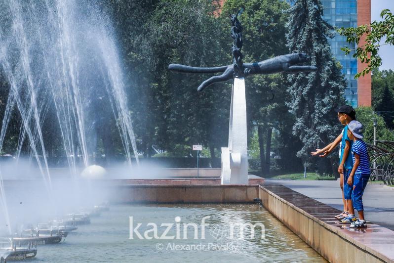 Сильная жара и дожди ожидаются на большей части Казахстана