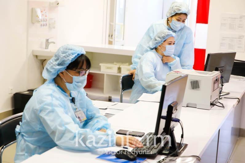 375 медиков работают в «красных» зонах Атырауской области