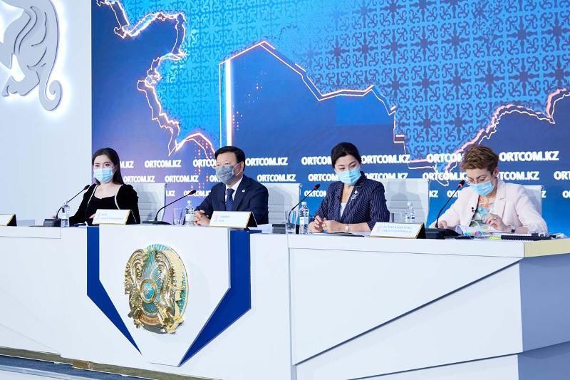 На сколько хватит вакцины от КВИ и с кем ведет переговоры Казахстан по новым поставкам