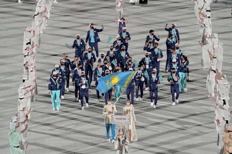 东京奥运会开幕式:哈萨克斯坦代表团帅气登场