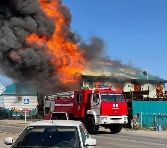 Двухэтажный магазин сгорел в Атырауской области