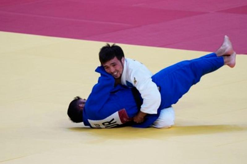Kazakh judoka propels into Tokyo Olympics semifinals