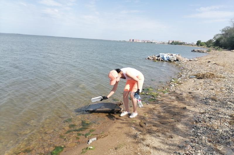 Экологический рейд и субботник прошли на берегу озера Копа в Кокшетау