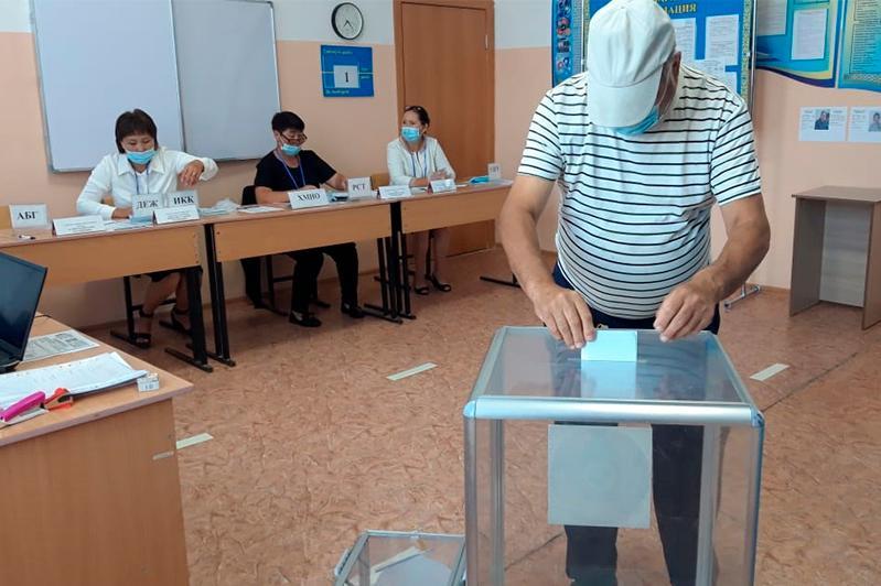 Әкім сайлауы: Шығысқазақстандықтар жаппай дауыс беріп жатыр