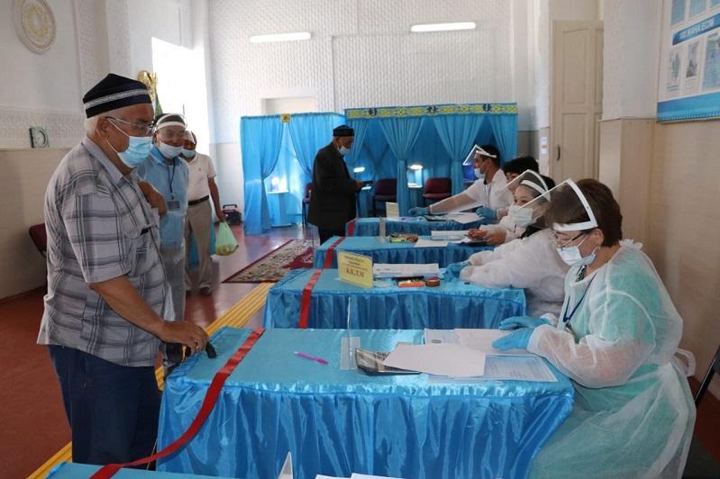 Более половины жамбылских избирателей проголосовали на выборах сельских акимов