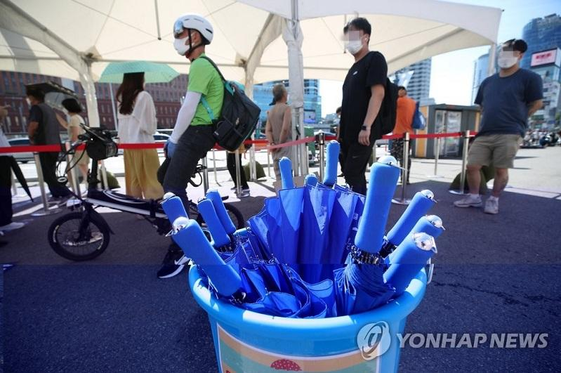 New cases under 1,500 on fewer tests; non-Seoul areas under toughened curbs
