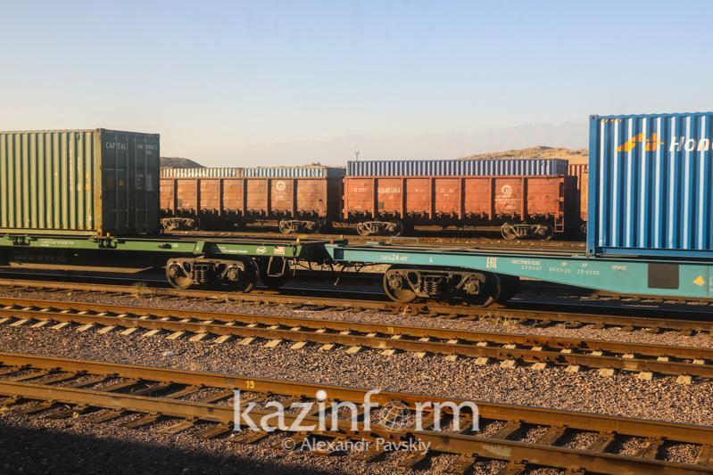 Расширять сеть железных дорог для увеличения объема транзита грузов будут в РК