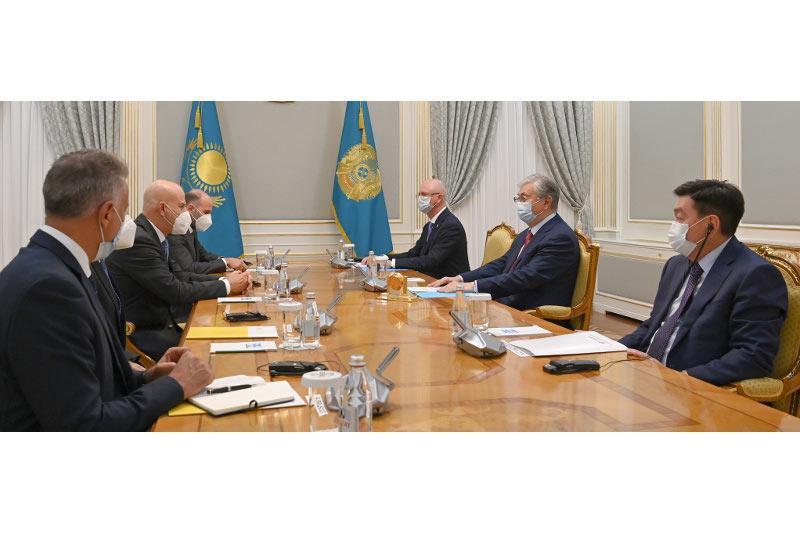 总统会见意大利埃尼集团首席执行官