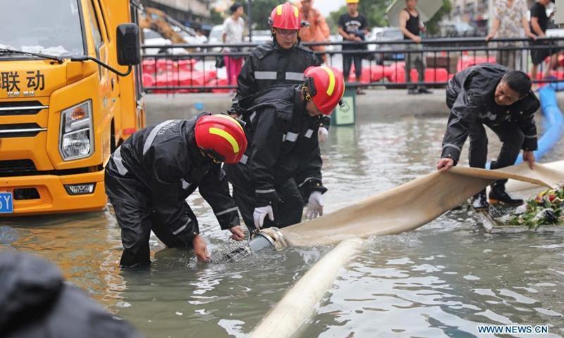 Хитойга даҳшатли бўрон яқинлашмоқда: 1,6 миллиондан ортиқ одам эвакуация қилинди
