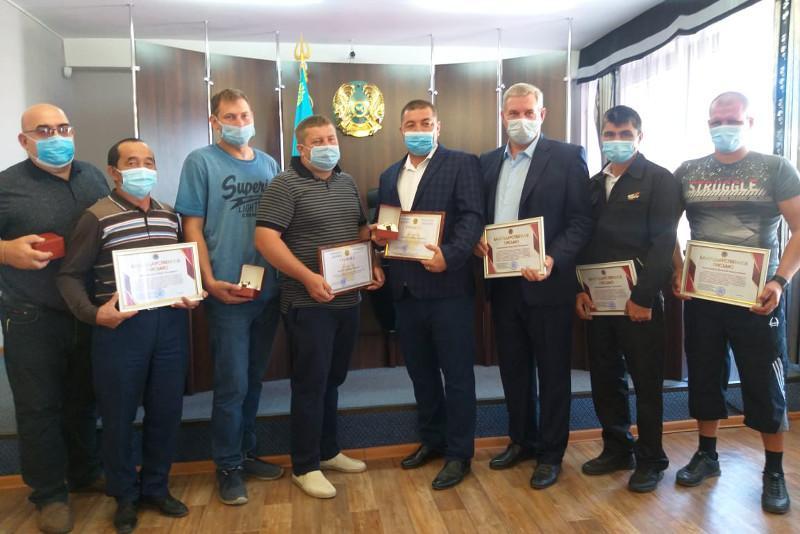 Тушивших крупный лесной пожар граждан наградили в Костанайской области