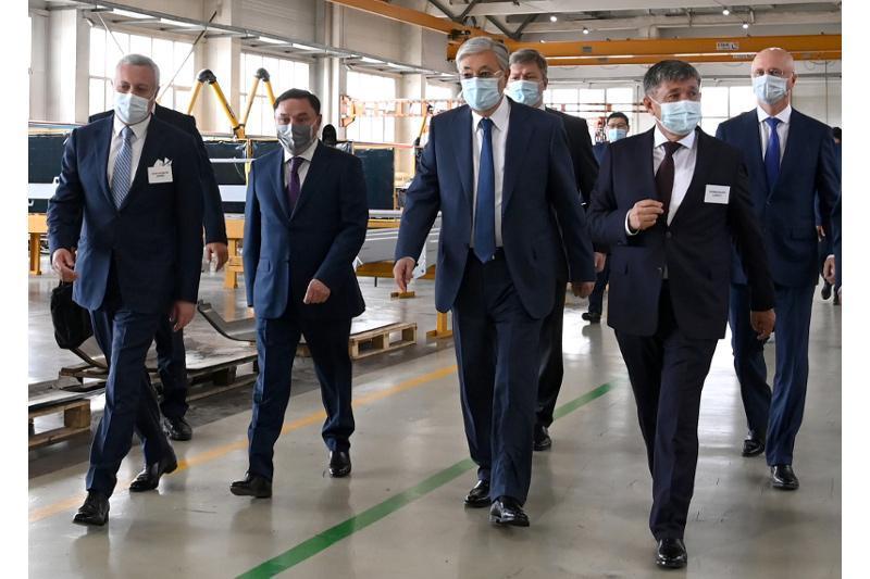 托卡耶夫总统走访KazRost工程公司