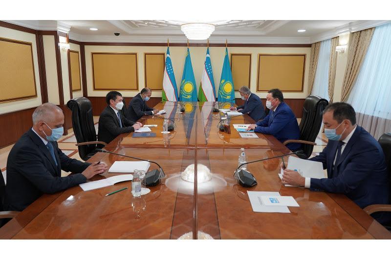 政府总理会见乌兹别克斯坦交通部长