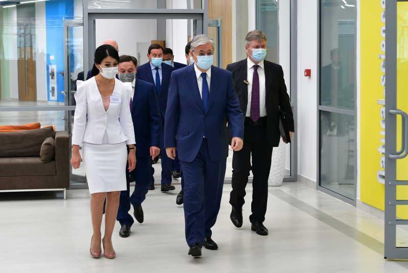 托卡耶夫总统参观阔科舍套市少年宫