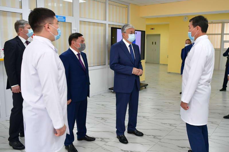 Qasym-Jomart Toqaev Kókshetaý qalasyndaǵy onkologııalyq emhanaǵa bardy