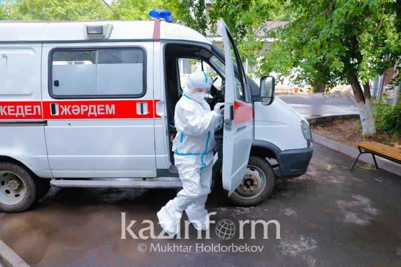 Almatyda kún saıyn KVI juqtyrǵan 2,7 myń naýqas jedel járdem shaqyrady