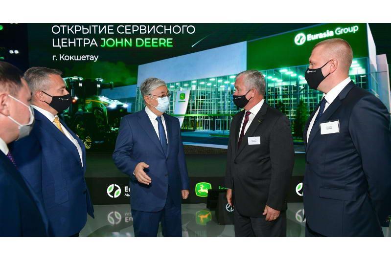 总统视察欧亚集团农机产品维修服务站