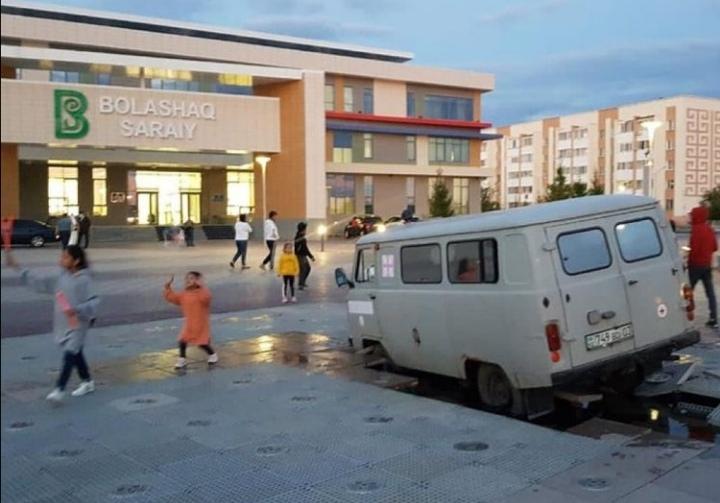 Водитель наехал на фонтан у здания «Болашак сарайы» в Кокшетау