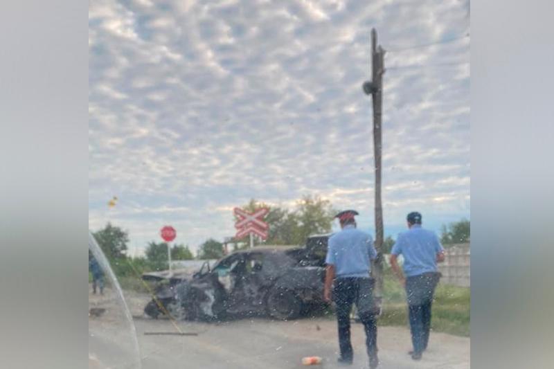 Бетонные столбы снес водитель автомобиля в Павлодаре