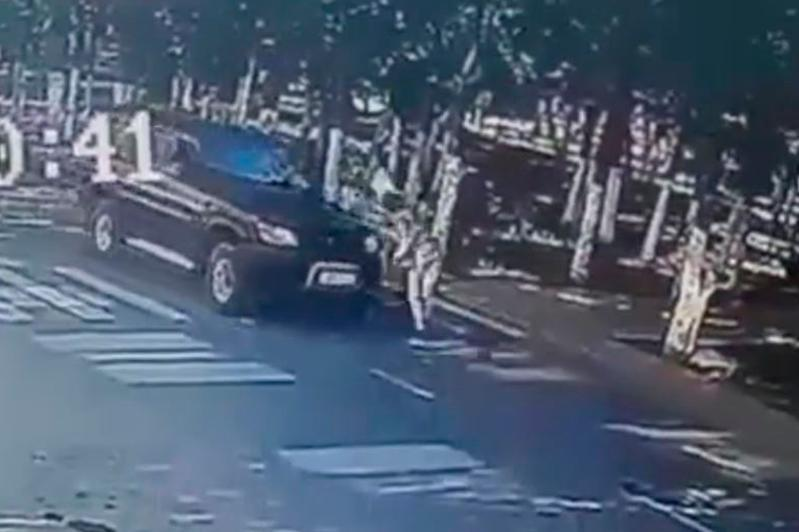 Видео с наездом на пешехода в Жезказгане шокировало пользователей соцсетей