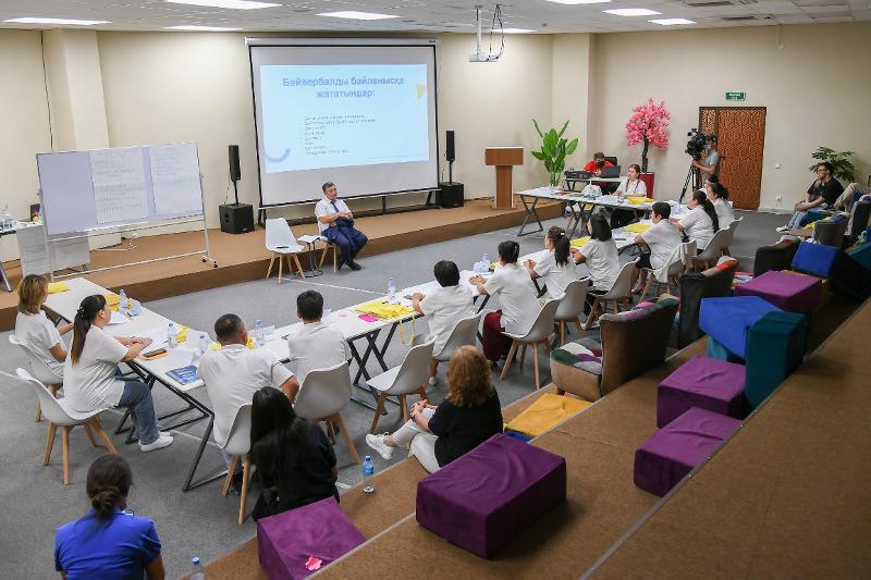 Учителей Туркестанской области обучат развивать лидерские качества школьников