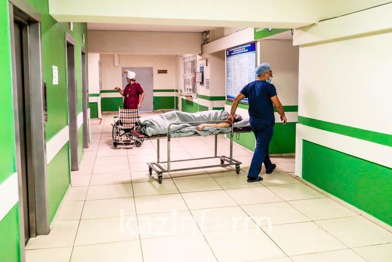 Система здравоохранения работает с удвоенной нагрузкой - глава Минздрава