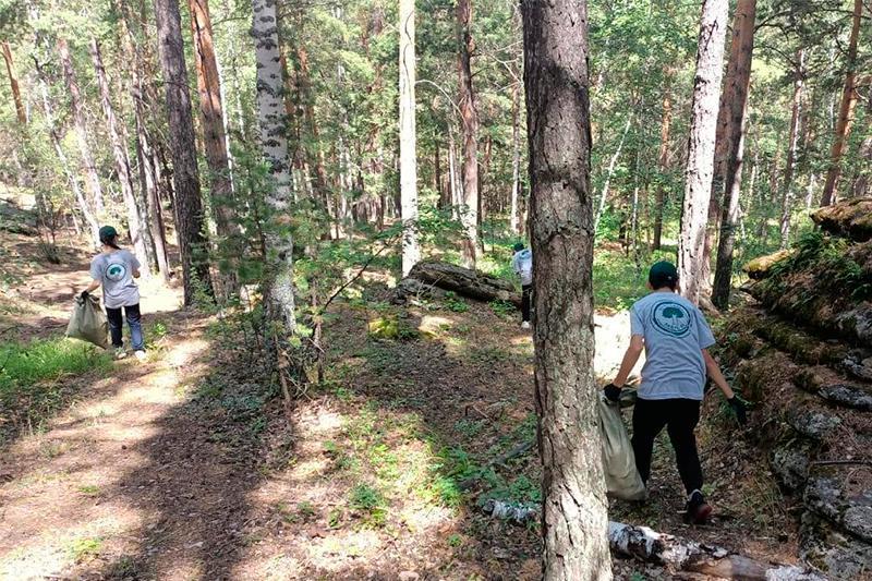 Қарқаралы ауданының еріктілері Шайтанкөл жағасын қоқыстан тазартты