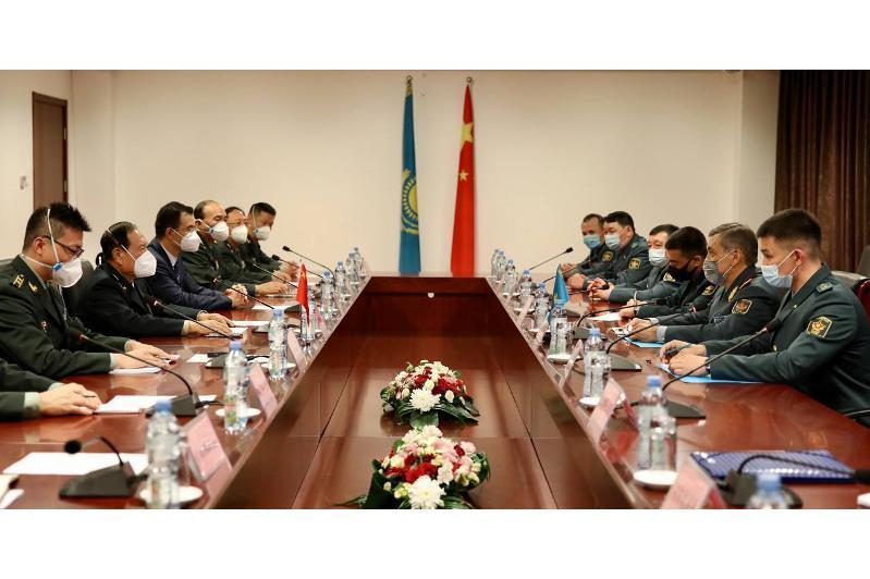 哈中两国国防部长举行会晤 讨论阿富汗局势等