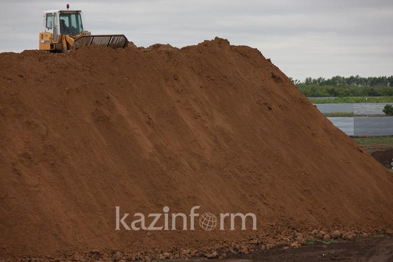 Свыше 300 тонн песка пытались незаконно перевезти в Алматинской области