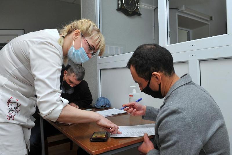 Больше половины работников шахт вакцинировались в Карагандинской области