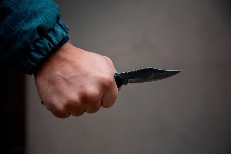 Мужчина напал с ножом на водителя автобуса в пристоличном поселке Жибек Жолы