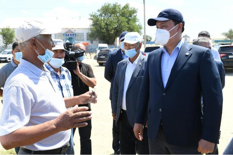 Пострадавшие от засухи районы посетил Ербол Карашукеев в Кызылординской области