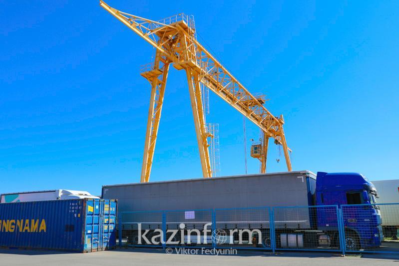 В Казахстане растет число контейнерных перевозок