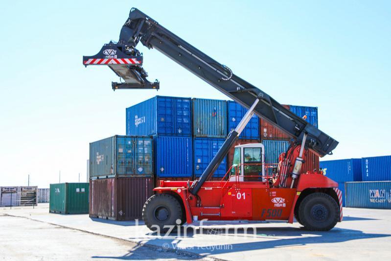 Сколько грузов прибывает ежедневно в столичный транспортно-логистический центр