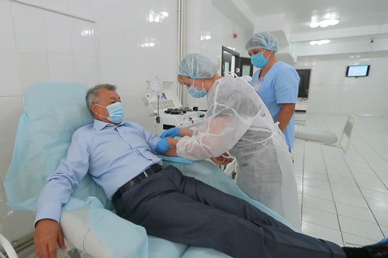 Аким ВКО Даниал Ахметов стал донором иммунной плазмы