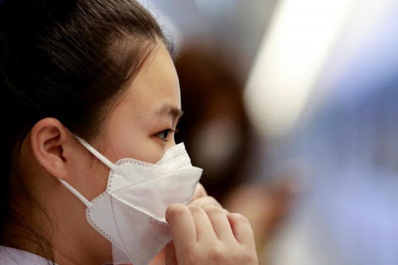 Вакцинированным следует носить маски из-за высокой заразности дельта-штамма – Washington Post