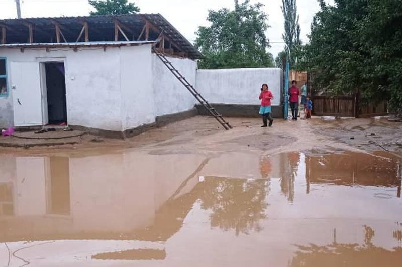 Наводнения на Иссык-Куле: глава МЧС взял под контроль ситуацию
