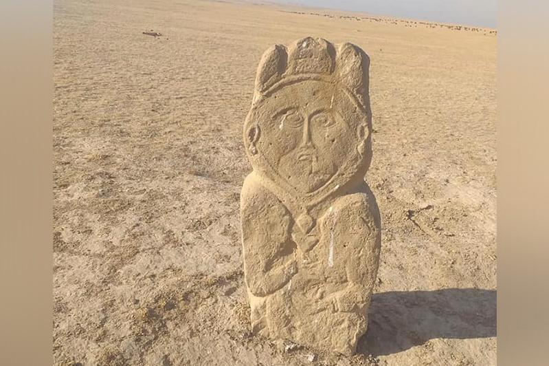 考古学家在突厥斯坦发现古突厥时期的草原石人