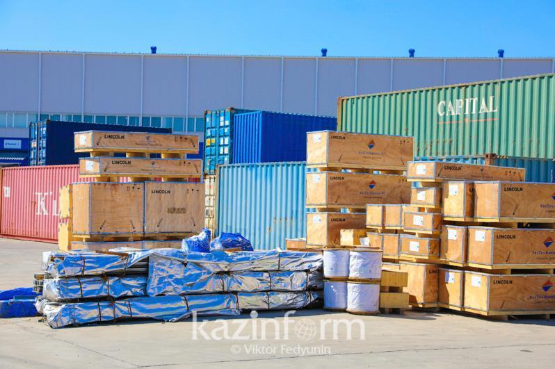 过境哈国的集装箱运输费用是多少?
